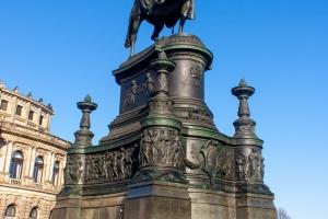 Иоганн (король Саксонии), статуя