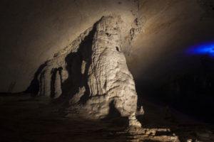 Сталагмиты пещеры Конглор