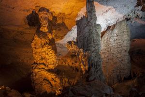 Сталагнаты в пещере Конглор