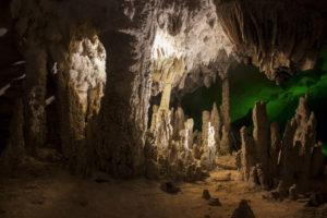 В пещере Kong Lor Cave