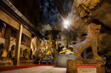 В пещере Chiang Dao
