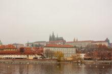 Вид на Прагу, река Влтава